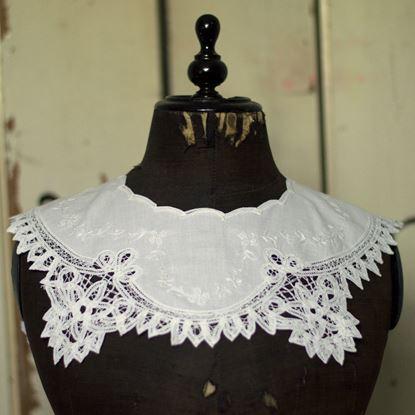 brocante wit katoenen kraag met mooie bewerkte rand