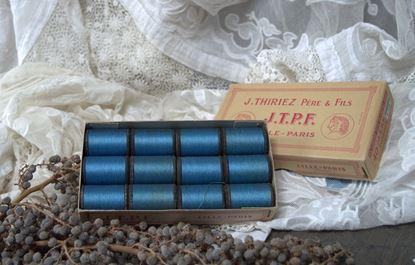 vintage J.T.P.F verpakking met blauwe ongebruikte klossen garen