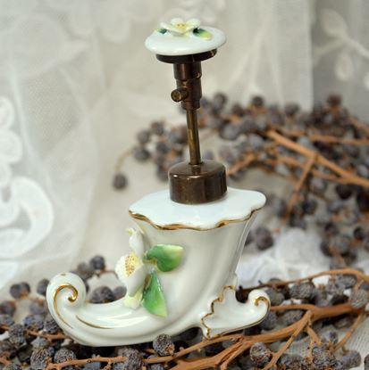 brocante porseleinen parfumverstuiver in laarsvorm