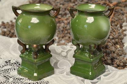 brocante stel groen porseleinen vaasjes