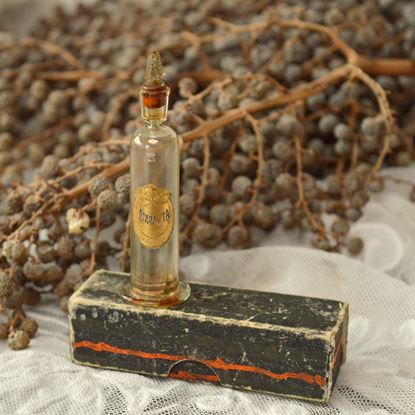 antiek parfumflesje in doosje
